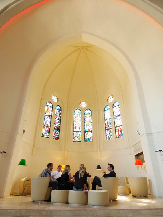 //www.vaillant.nl/media-master/global-media/vaillant/architects-planners/references/martini-church/reference-de-martinichurch-pictureinterieur2-336793-format-3-4@570@desktop.jpg